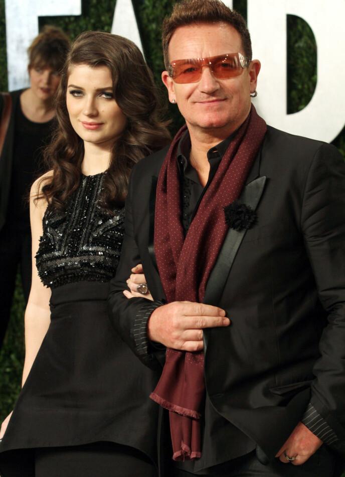 GODT FORHOLD: Eve og faren Bono gir hverandre gjerne karrireråd, og faren en svært stolt over datteren. Her fra Oscar-utdelingen i 2013. Foto: NTB