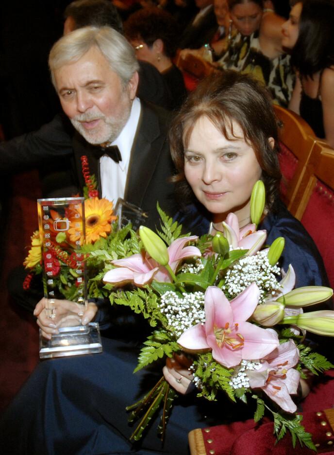 2008: Her er Safrankova i 2008, sammen med ektemannen - da hun ble kåret til Tsjekkias mest populære, kvinnelige skuespiller. Foto: Veronika Simkova / CTK / NTB