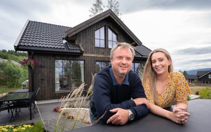 DRØM: «Sommerhytta»-premien er duoens egen hytte, der de gleder seg stort til å bruke tid med resten av familien. Foto: Espen Solli / TV 2
