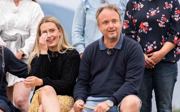 TÅREVÅTT: Tårene satt løst da deltakerduoen ble utpekt som årets vinnere. Foto: Espen Solli / TV 2