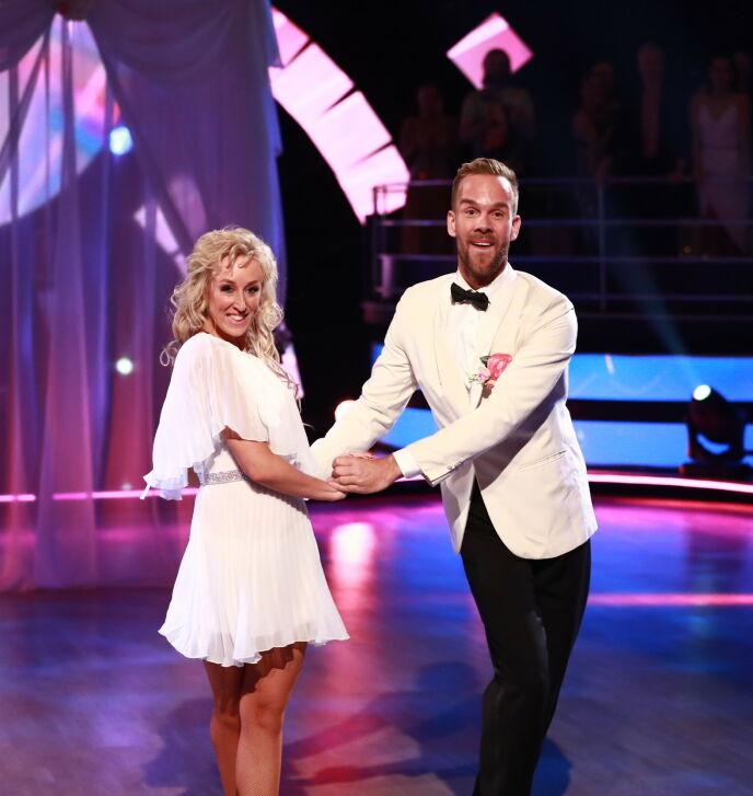 DANSEGLAD: Morten Hegseth danset seg gjennom syv uker i 2018. Her med dansepartner Mai Mentzoni. Foto: Thomas Reisæter/ TV 2