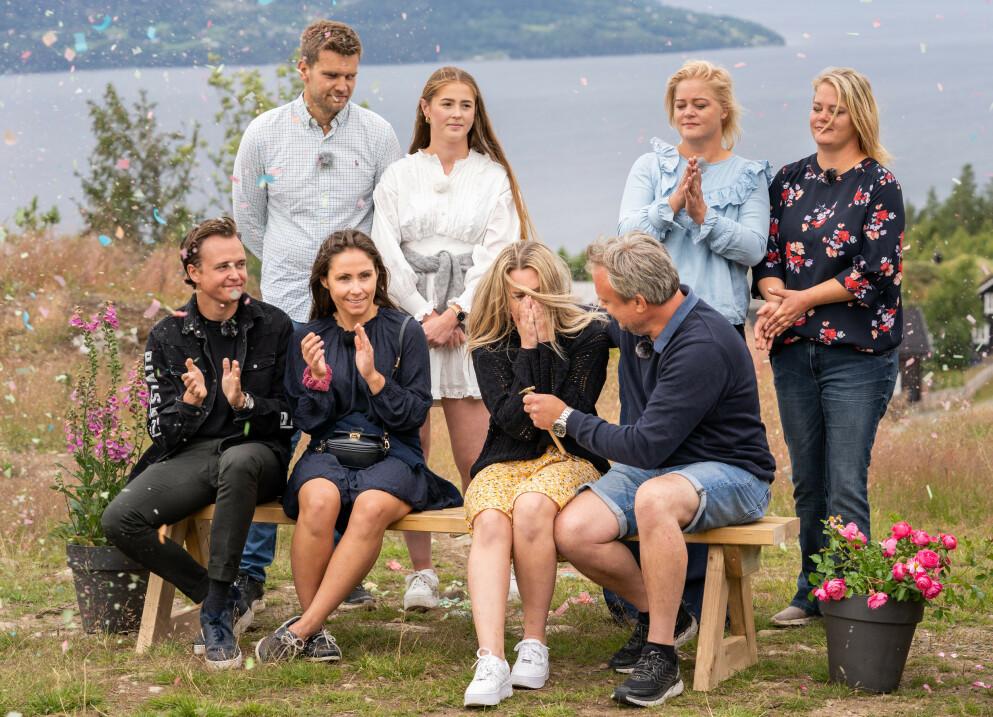 FINALE: Torsdag kveld ble vinneren i årets «Sommerhytta» kåret. Men Mjøsli Hytter og Naturpark røpet vinneren på Finn.no flere timer i forveien. Foto: Espen Solli / TV 2