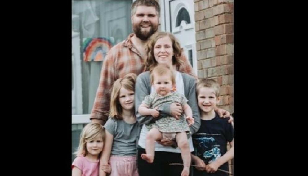 FAMILIEN NESTEN UTRADERT: Foreldrene Josh og Zoe Powell med barna Amelia, Phoebe, Penny og Simeon. Nå er bare Josh og Penny igjen. Foto: Thames Valley Police