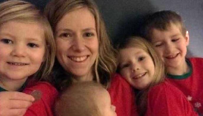 REVET BORT: Både mamma Zoe og tre av de fire barna døde i ulykken. Foto: Thames Valley Police