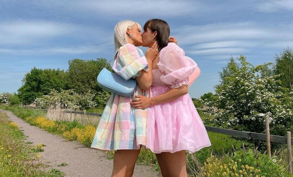 BRYLLUPSKLARE: Influenserparet Camilla Lorentzen og Julie Visnes har snart vært kjærester i ett år. Nå ser de frem til bryllup i 2023. Foto: Privat