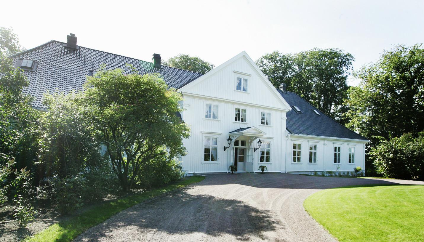 MYSTISK: Kongeparets feriehus er kjent for nordmenn flest, men skjuler likevel flere bemerkelsesverdige hemmeligheter og spennende detaljer. FOTO: Knut Falch / NTB