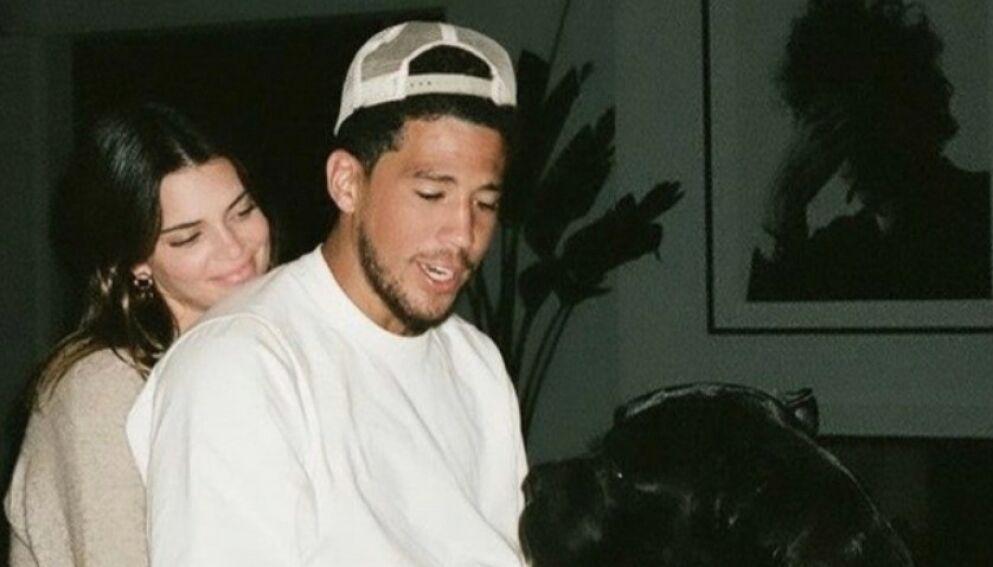 KJÆRESTER: I helgen feiret Kendall Jenner og Devin Booker ett år som kjærester. Det markerte begge i sosiale medier. Foto: Skjermdump fra Instagram