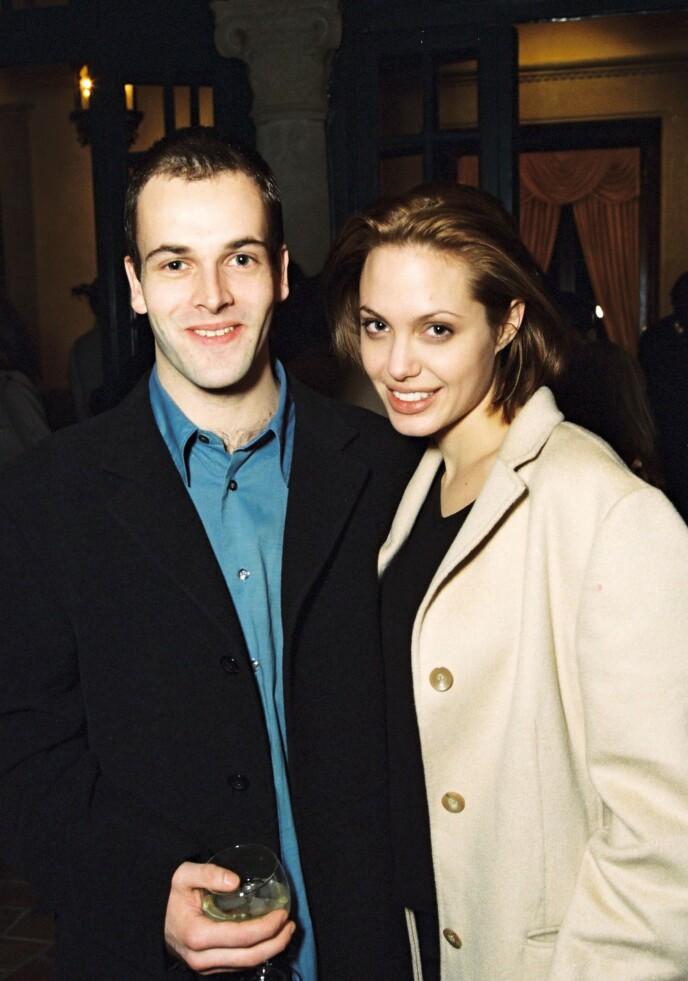 1999: Her er Jonny Lee Miller og Angelina Jolie avbildet under en fest i forkant av Golden Globe-utdelingen. Foto: Alex Berliner / BEI / REX / NTB