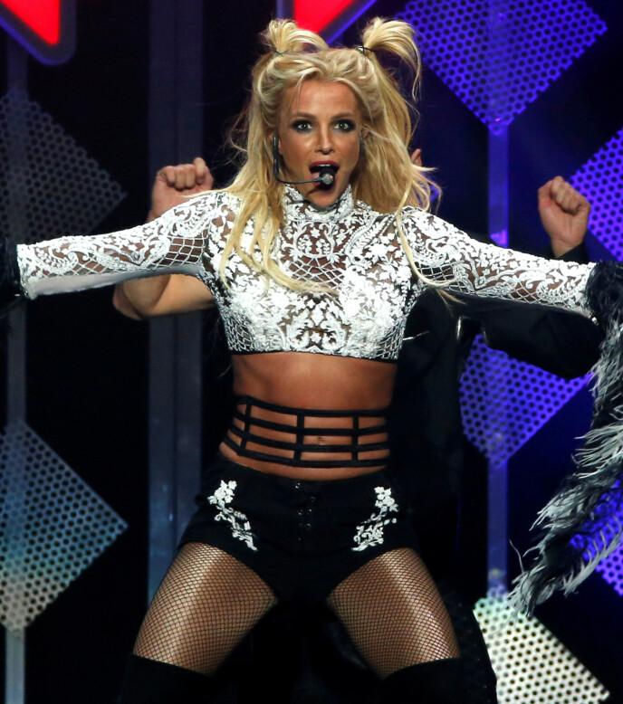 TURBULENT STRID: Britney Spears er midt i en feide med sin far Jamie Spears, men holder hodet over vann inntil videre. Foto: Maria Anzuoni / Reuters / NTB