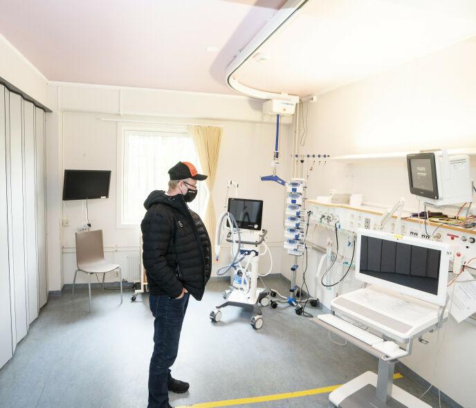 TANKEFULL: Den tidligere Farmen»-deltakeren kjenner igjen rommet der han lå i 17 lange dager. Foto: Hans Arne Vedlog / Dagbladet
