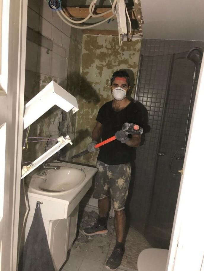 HANDYMAN: Ben har blitt litt av en handyman etter all oppussingen. Foto: Privat.
