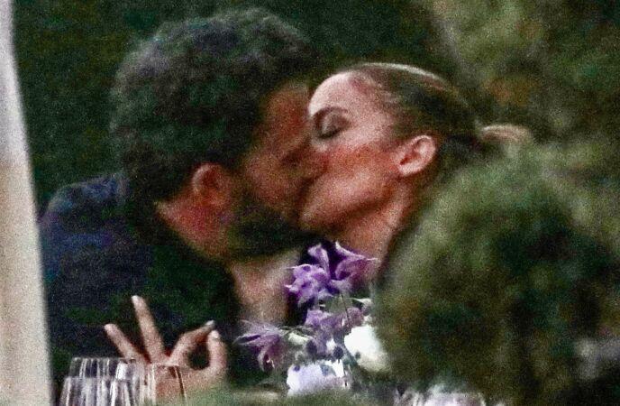 SUSS: Ben og Jennifer delte et hett kyss i helgen. Foto: Backgrid USA/NTB