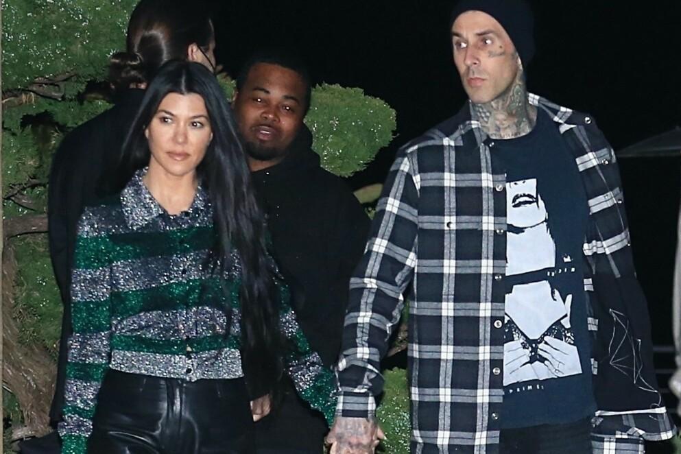 NYTT STEG?: En kilde hevder at Kourtney Kardashian og Travis Barker er klare for et nytt steg i forholdet. Foto: Backgrid / NTB