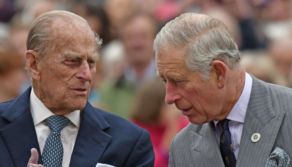 FARSDAG: Prins Philip gikk bort tidligere i år. Søndag sender sønnen prins Charles rørende melding til folket. Foto: Shutterstock/NTB