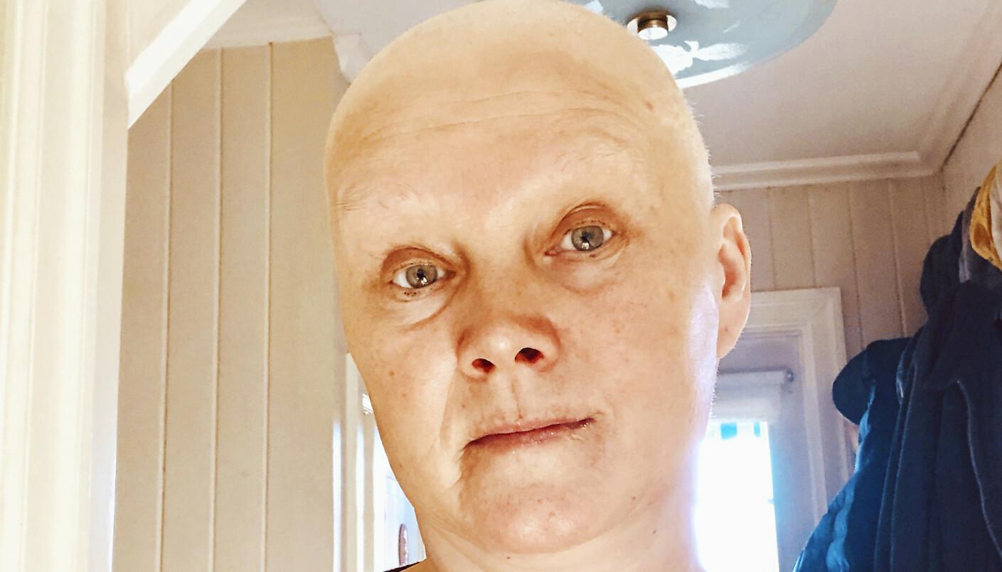 MISTET HÅRET: For to år siden ble Eli Strand rammet av kreft. Cellegiften tok håret fra henne, men lokkene har nå begynt å vokse ut igjen. Jan Thomas visste akkurat hva han skulle gjøre da Eli kom for en makeover. FOTO: Privat