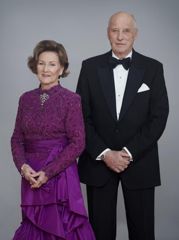 STOR DAG: Dronning Sonja og kong Harald deler nye bilder med folket. Foto: Jørgen Gomnæs / Det kongelige Hoff / NTB
