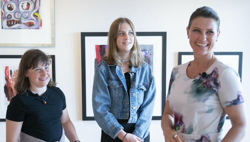 SKAL KONKURRERE: Emma Tallulah Behn (t.v) er tatt ut til EM. Her med søster Leah Isadora og mamma Märtha Louise. Foto: Fredrik Hagen / NTB