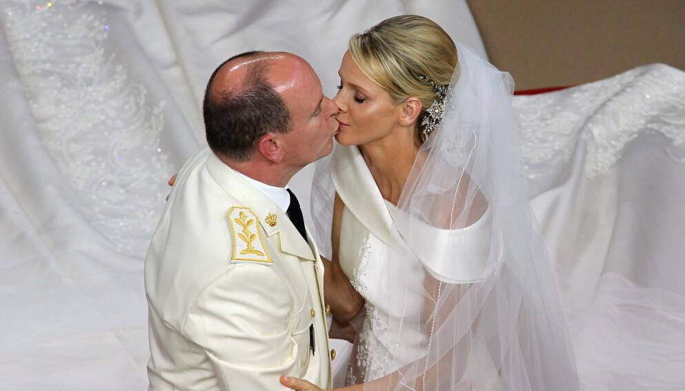 TI ÅR SIDEN: Neste uke er det ti år siden fyrst Albert og fyrstinne Charlene giftet seg. Tiårsdagen må de markere hver for seg. Foto: Valery Hache / AFP / NTB