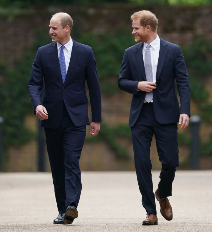 FORNØYDE GUTTER: Prins William og prins Harry var tydelig fornøyde med dagen, og ble flere ganger observert mens de smilte stort og lo godt i hverandres selskap. Foto: Yui Mok / Pa Photos / NTB