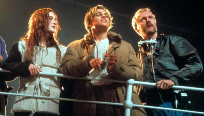 PÅ JOBB: Kate Winslet, Leonardo DiCaprio og regissør James Cameron avbildet under innspillingen. Foto: Moviestore/REX/NTB