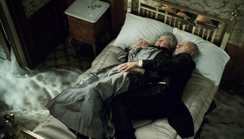 I FILMEN: Her ligger de som skal forestille Ida og Isidor Straus i filmen. Foto: 20th Century Studios