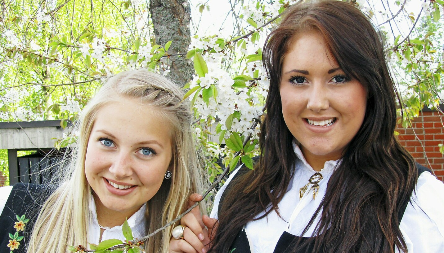 TI ÅR SIDEN: Søstrene Elisabeth og Cathrine reiste sammen til Utøya for ti år siden. Bare én kom hjem igjen. – Jeg har mistet en del av meg, sier Cathrine om tapet av lillesøsteren. FOTO: Privat