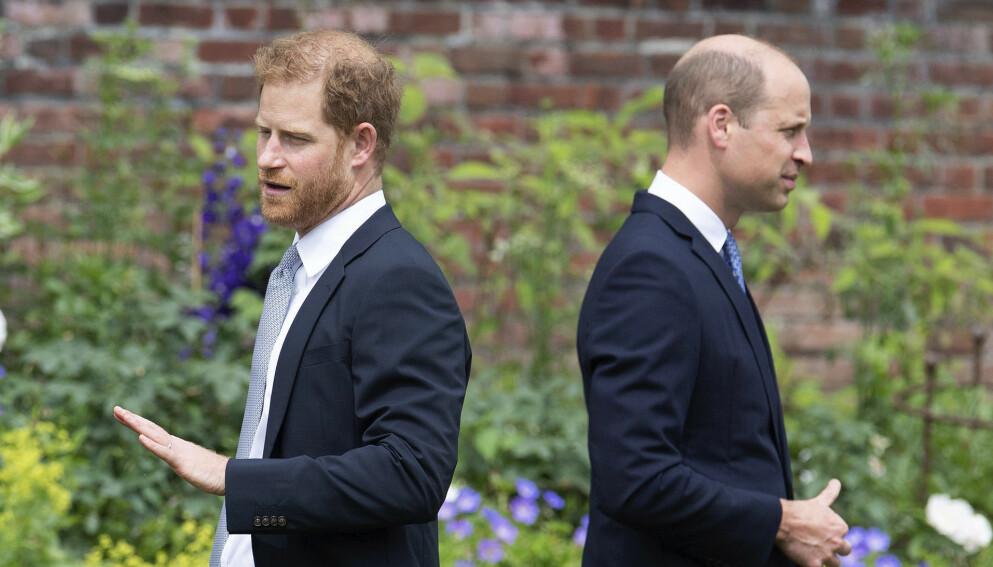 KONFLIKT: Stemningen mellom prins Harry og prins William har kjølnet mye over årene. Her er brødrene avbildet forrige uke, under avdukingen av ny prinsesse Diana-statue. Foto: Dominic Lipinski/ AP/ NTB