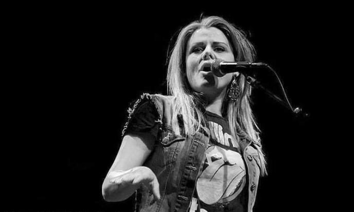 SANGFUGL: Anja har i mange år opptrådt på konserter. Hun elsker å synge country og gospel, men nå svikter både pusten og helsa.