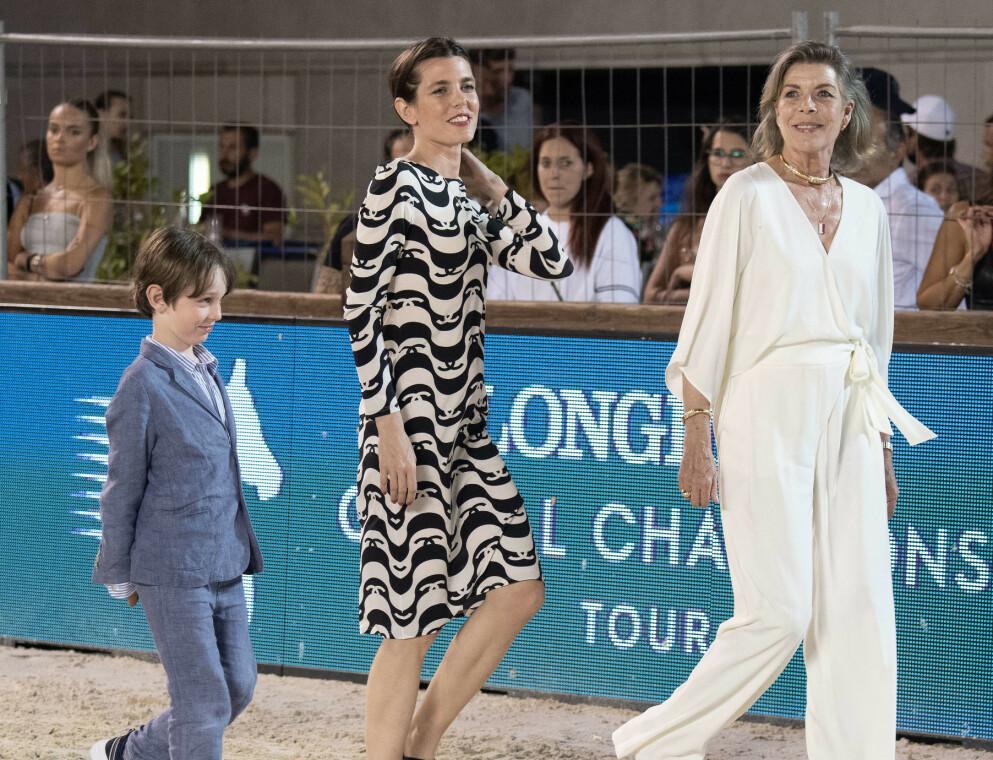 UNIK OPPTREDEN: Prinsesse Caroline var å se på et ridestevne med datteren Charlotte og barnebarnet Raphaël 3. juli. Foto: Abaca / Niviere David / Abacapress.com / NTB