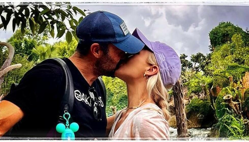 PAR I HJERTER: Hollywood-stjernen Brian Austin Green (47) delte dette bildet av seg selv og kjæresten Sharna Burgess (36) nylig. Bildet har senere skapt spekuasjoner om hans forhold til ekskona, Megan Fox. Skjermdump: Brian Austin Green / Instagram