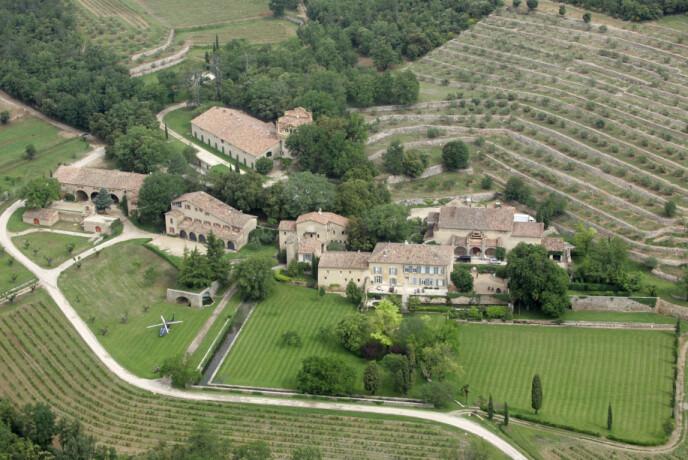 FRANSK PERLE: Château Miraval ble bygget på 1700-tallet og er omringet av vingårder. Tomten inkluderer flere kilometer med landområde. Foto: Lionel Cironneau / NTB scanpix