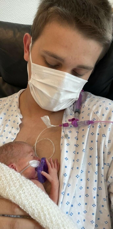 LITEN: Zelma veide bare 1276 gram da hun ble født. Foto: Privat, gjengitt med tillatelse.
