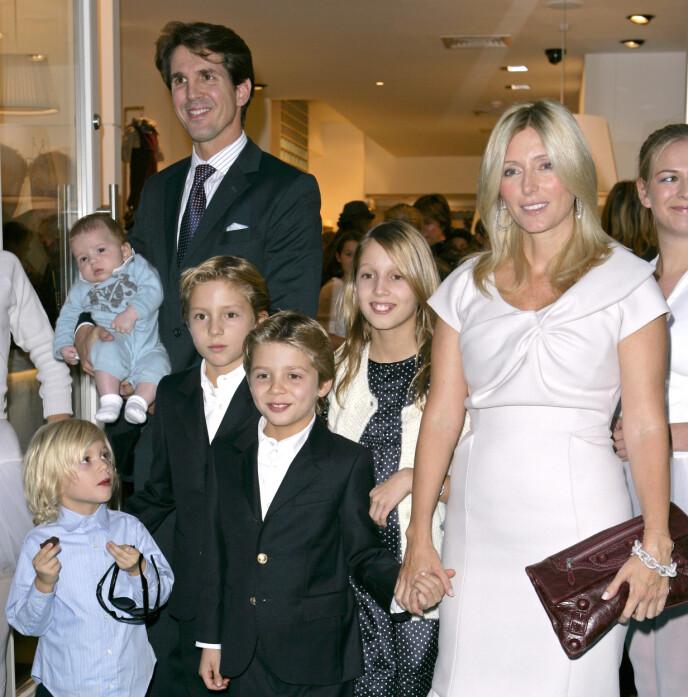 2008: Kronprins Pavlos og Marie-Chantal sammen med de fem barna i 2008. Foto: Shutterstock / REX / NTB