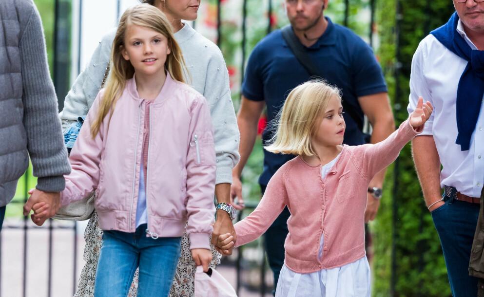 DUKKET OPP: Kronprinsesse Victorias datter, prinsesse Estelle, og prinsesse Madeleines datter, prinsesse Leonore, dukket opp sammen i går kveld. Foto: Dana Press / NTB
