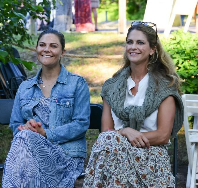 PÅ KONSERT: Etter halvannet år med pandemi og nedstenging, kunne søstrene endelig nyte etterlengtet tid sammen hjemme i Sverige. Foto: Magnus Johnsson