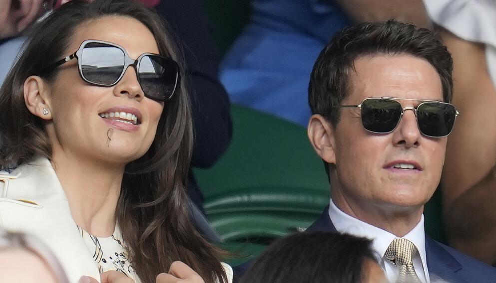 VISER SEG SAMMEN: Hayley Atwell og Tom Cruise ble koblet sammen før jul. I helgen viste de seg sammen. Foto: AP/NTB