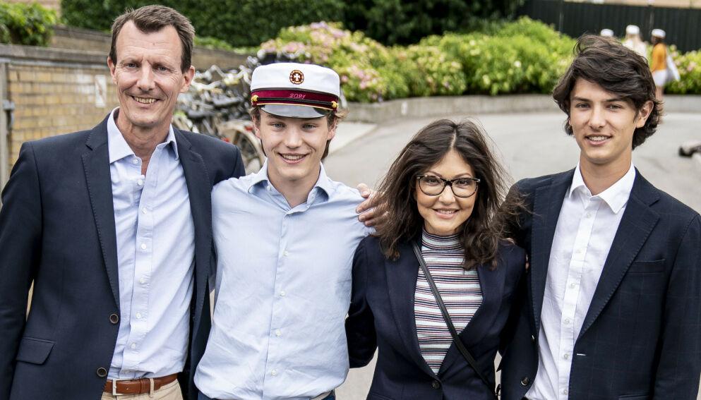 NYTT FJES: Prins Felix sammen med prins Joachim, grevinne Alexandra og prins Nikolai onsdag 23. juni. Foto: Mads Claus Rasmussen / Ritzau Scanpix / NTB