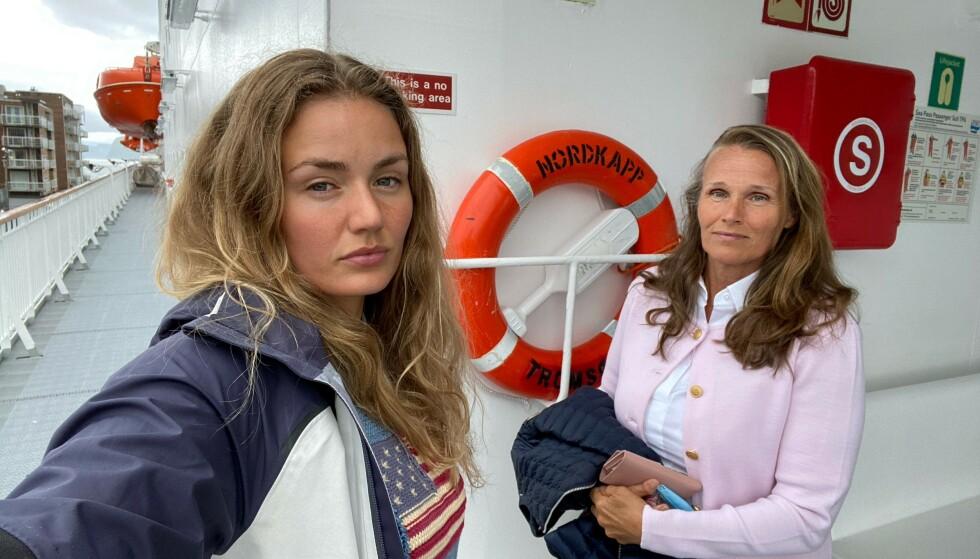 - LATTERLIG: Thale Myhre (t.v.) mener hun ikke fikk det hun var lovet, da hun betalte over 50 000 for en tur på Hurtigruten. Her sammen med moren om bord MS Nordkapp. Foto: Privat