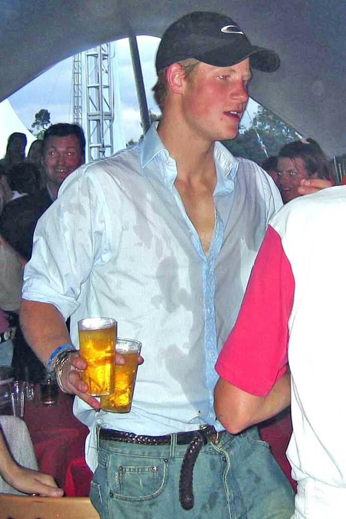 FESTLØVE: Prins Harry takket sjelden nei til en god fest. Her avbildet i 2004. Foto: Alan Davidson/REX/NTB