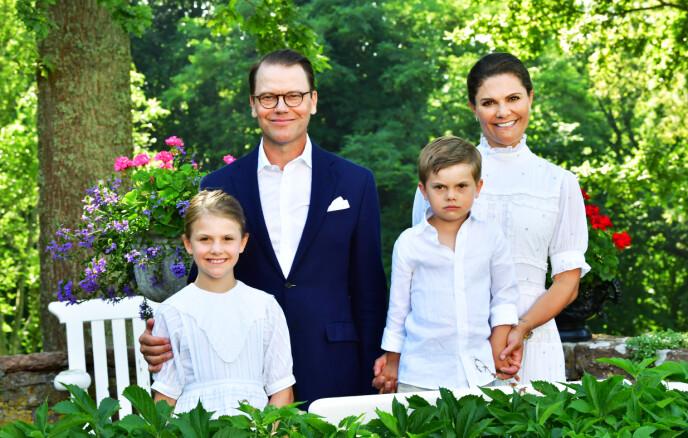 NYE BILDER: Dette er ett av de nye bildene av den svenske kronprinsessefamilien. Foto: Jonas Ekströmer / TT Nyhetsbyrån / NTB