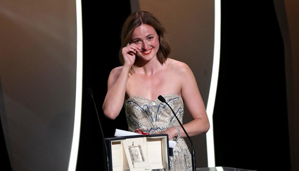 TÅREVÅTT: Reinsve tok til tårene under takketalen i Cannes lørdag kveld. Der vant hun prisen for beste kvinnelige skuespiller. Foto: Christophe Simon / AFP / NTB