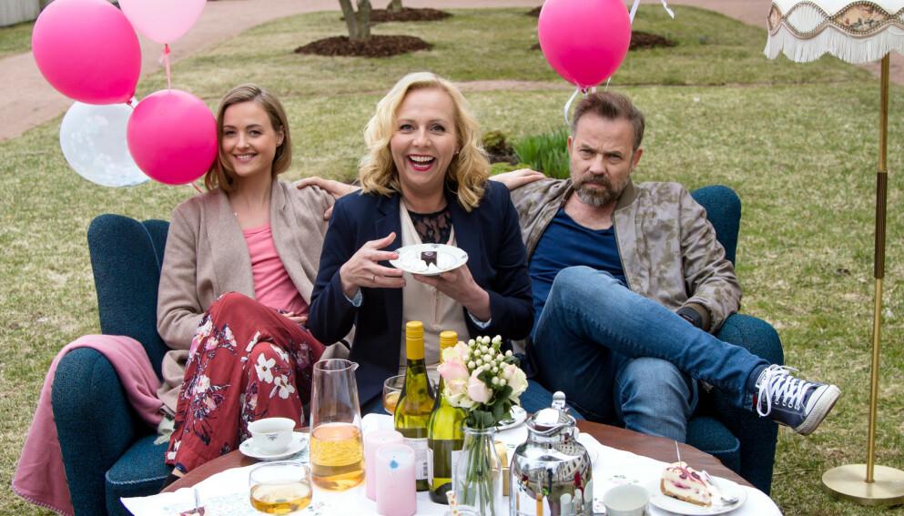 SPILTE SAMMEN: Renate Reinsve og Linn Skåber sammen med Christian Skolmen i «Best før». Foto: TV 2