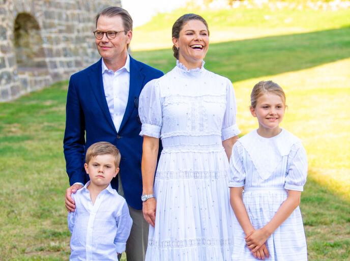 SPESIELL DAG: Da kronprinsesse Victoria fylte 44 år i forrige uke, ble det naturligvis feiret med brask og bram i nabolandet. Her med prins Daniel, prins Oscarog prinsesse Estelle. Foto: Shutterstock / NTB