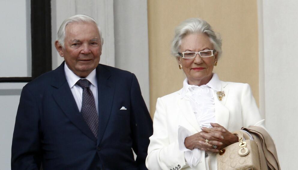 DØD: Lis Haraldsen, Haakon Haraldsens kone, er død, 87 år gammel. Her er paret avbildet i forbindelse med kongeparets 75-årsdag. Foto: Lise Åserud / NTB
