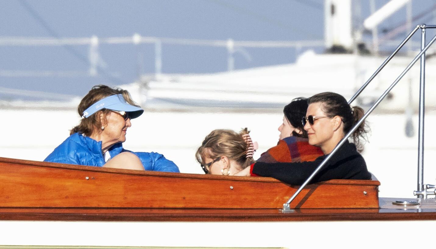 FORTROLIG MØTE: Prinsesse Märtha Louise står overfor et veiskille. Da er det godt å kunne betro seg til dronning Sonja. Valget er det likevel Märtha som må ta selv. Foto: Andreas Fadum / Se og Hør