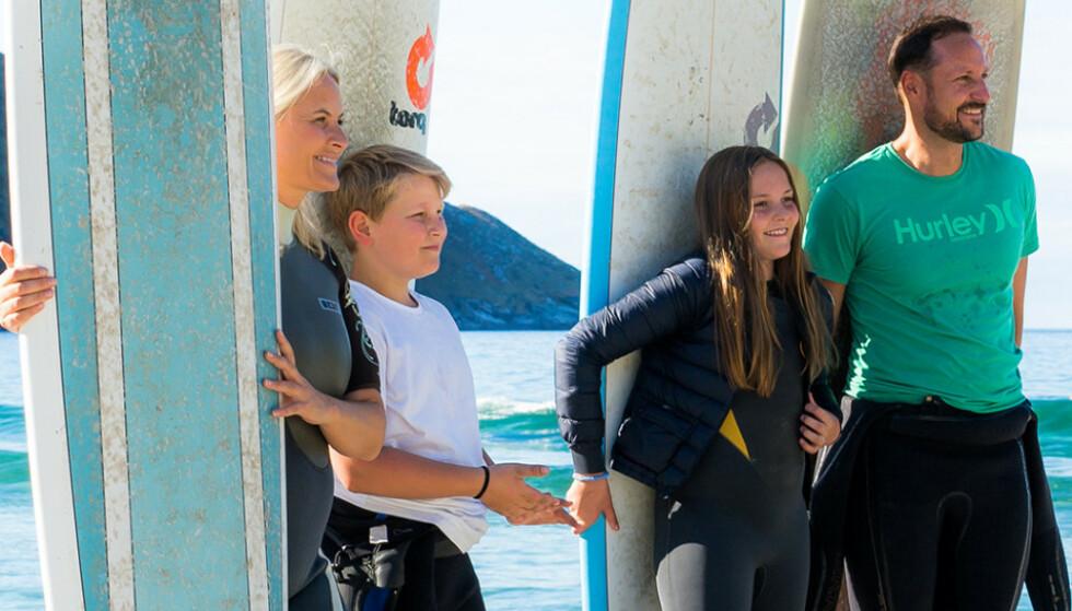 AKTIV FAMILIE: Her ser man kronprinsfamilien samlet i Hoddevik for en tid tilbake. Foto: Fjordlapse Photography