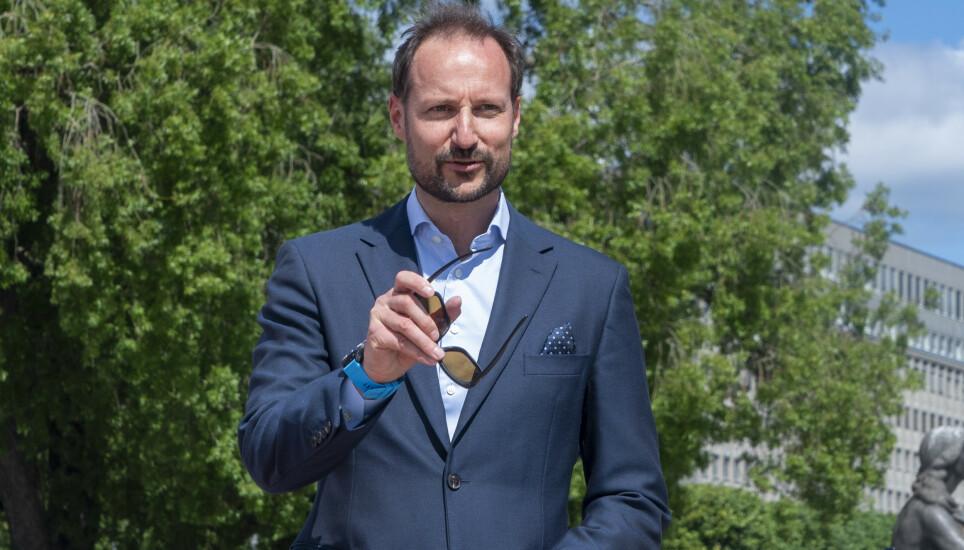 HIPP HURRA: Kronprins Haakon fyller 48 år tirsdag. Her fra et arrangement tidligere i sommer. Foto: Terje Pedersen / NTB