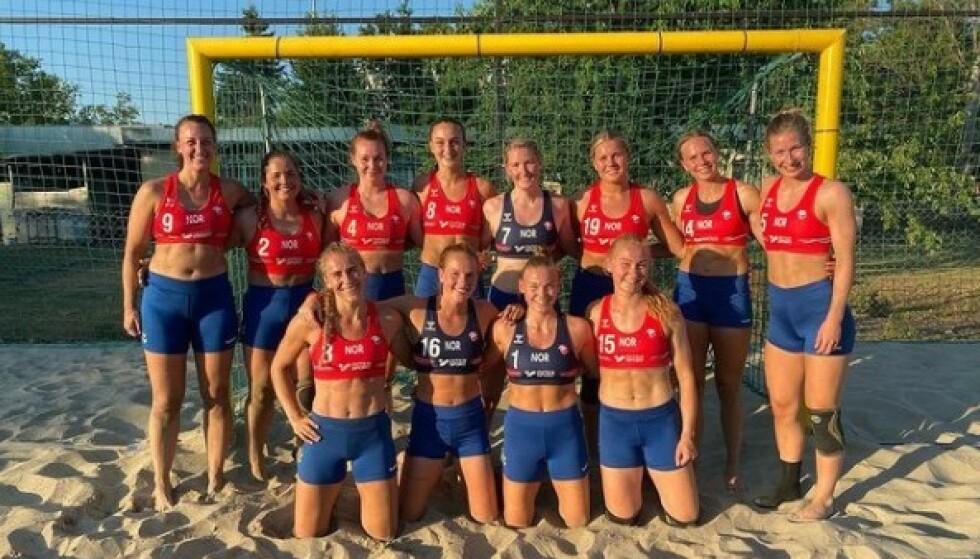 BOT: Dette fikk EHF til å gi bøter til det norske beachhåndball-landslaget. Foto: Norges Håndballforbund