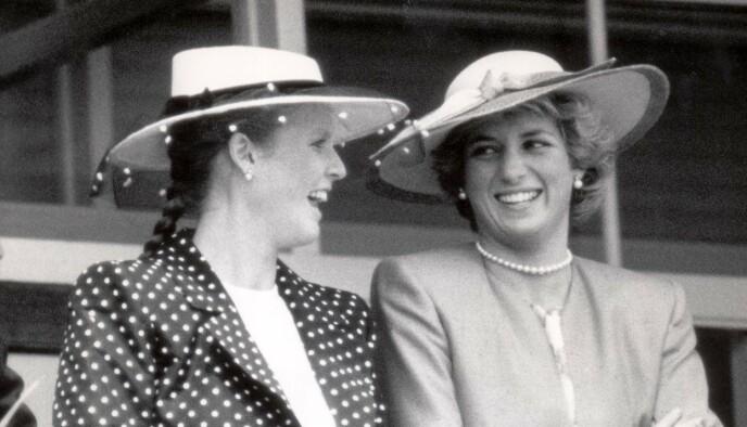 GODE VENNER: Sarah Ferguson og prinsesse Diana avbildet sammen i 1986. Foto: Mike Forster / Daily Mail / REX / NTB