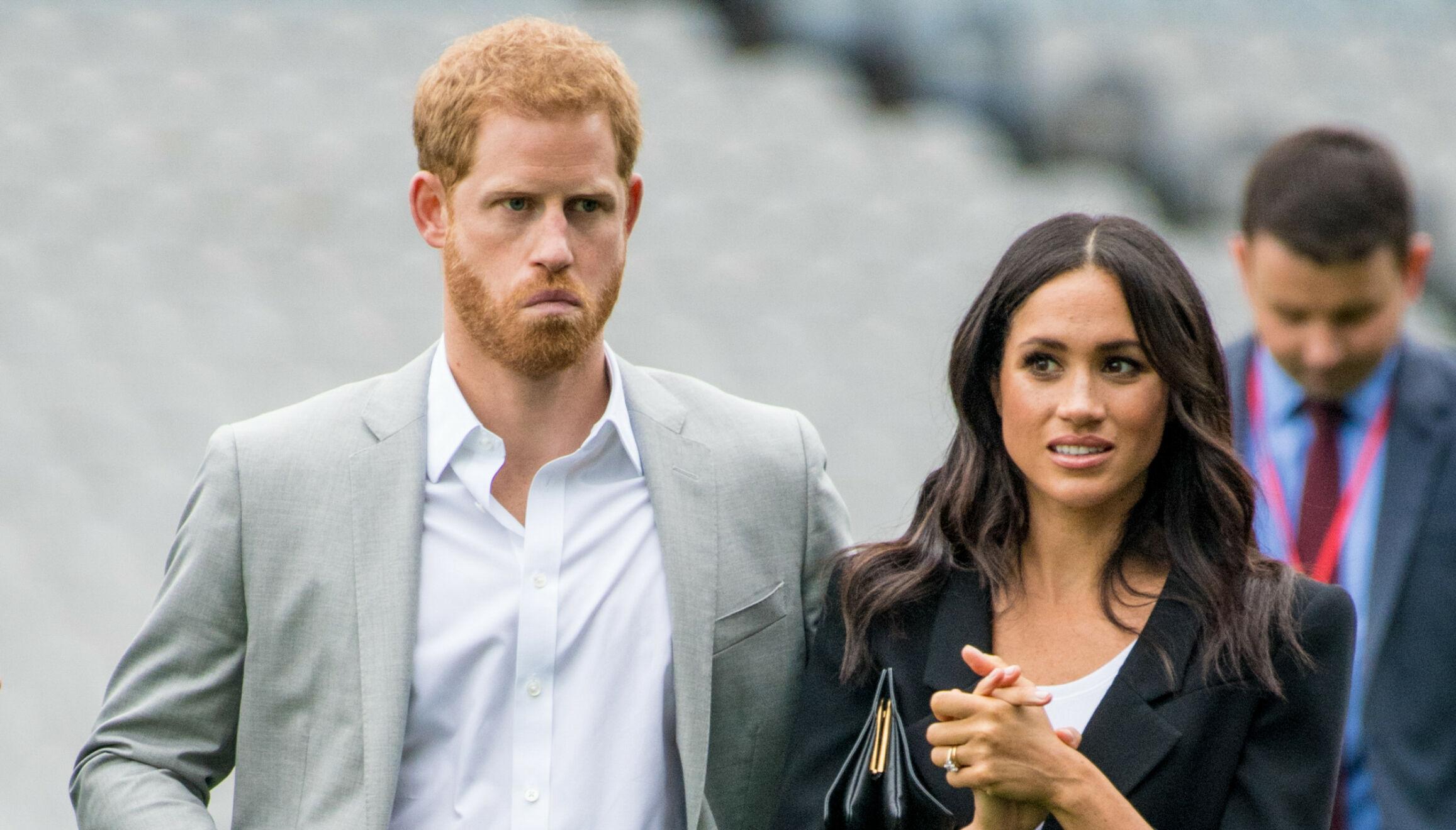 MØTER MOTSTAND: Prins Harry og hertuginne Meghan møter kraftig motstand etter å ha lagt seg ut med begge sider av familien. Paret skal utgi fire bøker - en etter dronning Elizabeth er død. Dette vekker sterke reaksjoner. Foto: NTB.